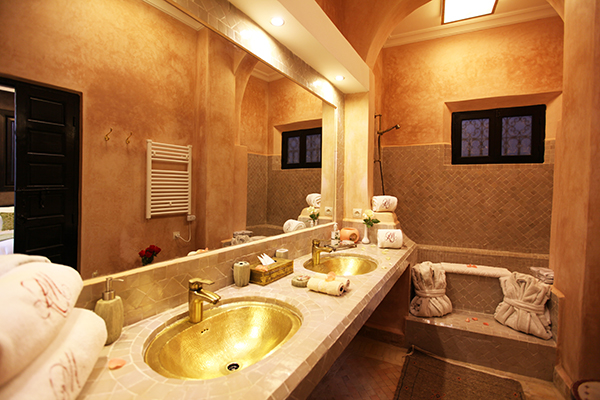 Hotel riad monceau marrakech 10 luxury rooms suites for Salle de bain hotel luxe